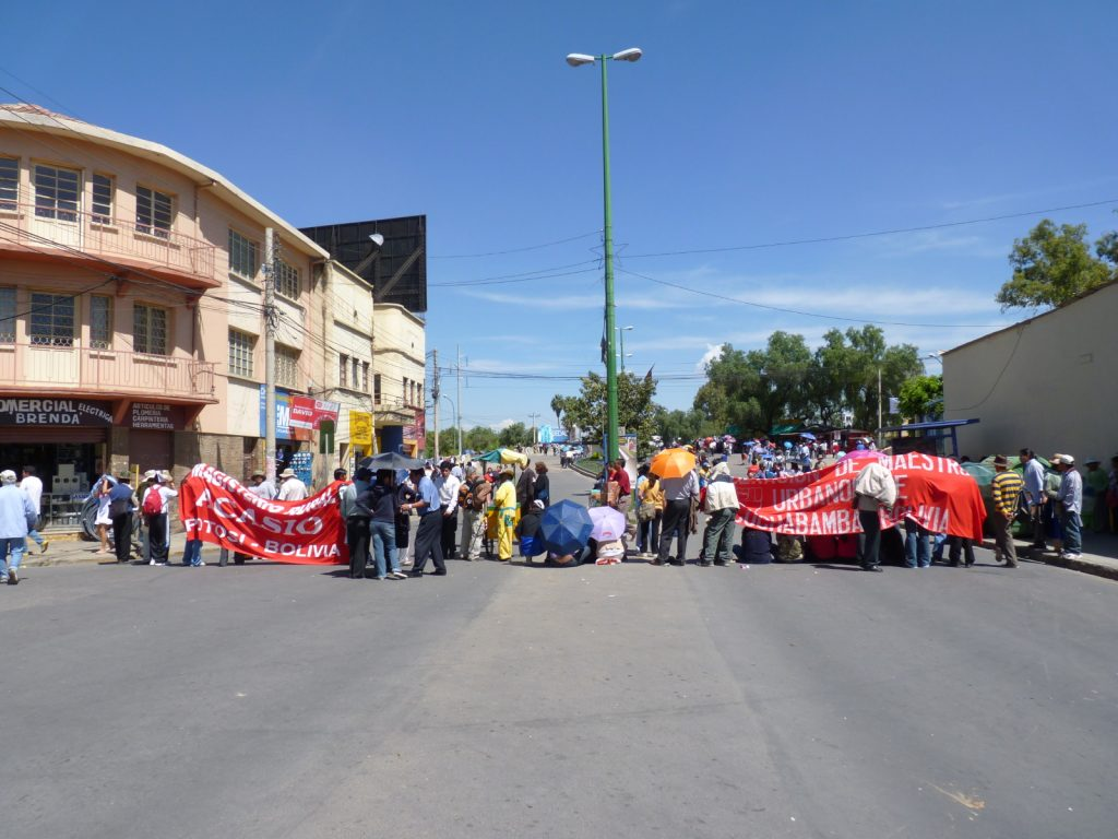Rural and Urban Teachers' Unions divide the work of blocking Heroínas Avenue near downtown Cochabamba in April 2011.